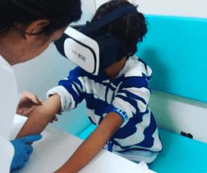 óculos realidade virtual na coleta de sangue